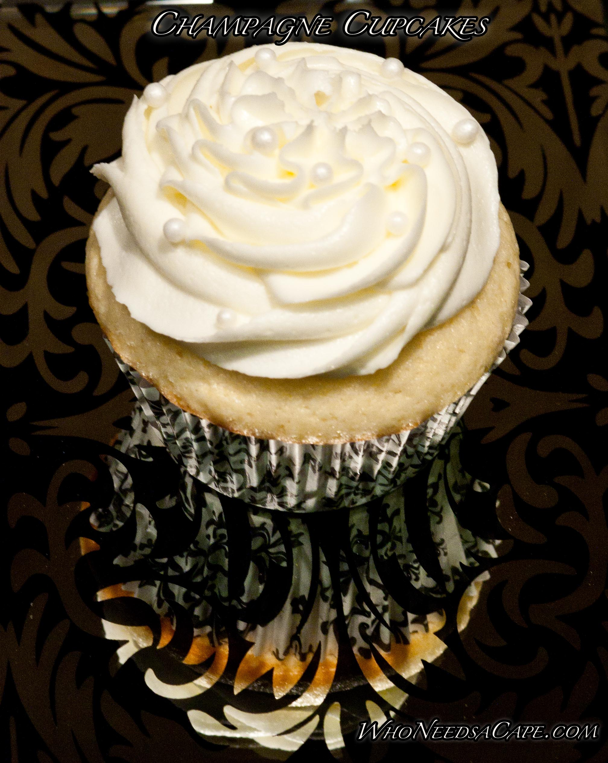 Serve these Champagne Cupcakes the next time you'd like to impress your guests! Easy to prepare yet they bring a wow factor to the dessert table!