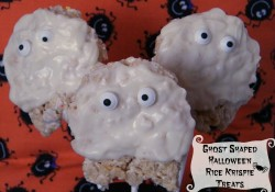 Ghost Shaped Halloween Rice Krispie Treats | Who Needs A Cape?
