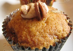 Pumpkin Muffins with Cinnamon Cream Cheese Frosting