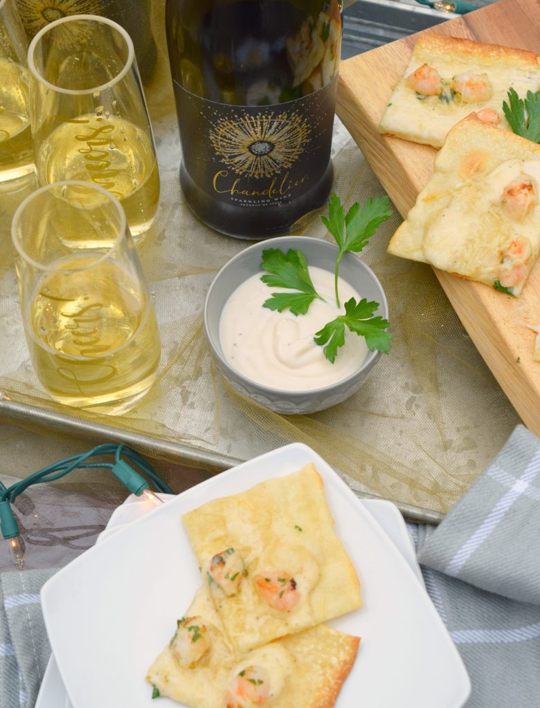 Grilled Shrimp Alfredo Flatbread is the perfect light meal or appetizer. Easy to prepare, this seafood topped flatbread is party perfect and great for entertaining.